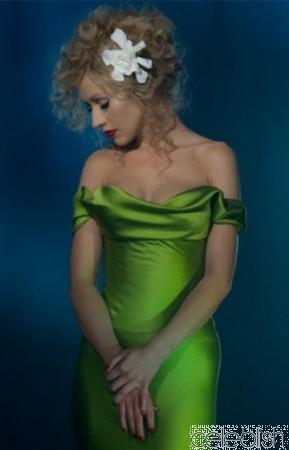 christina_aguilera_burlesque_green_dress_celebrity_dress_1